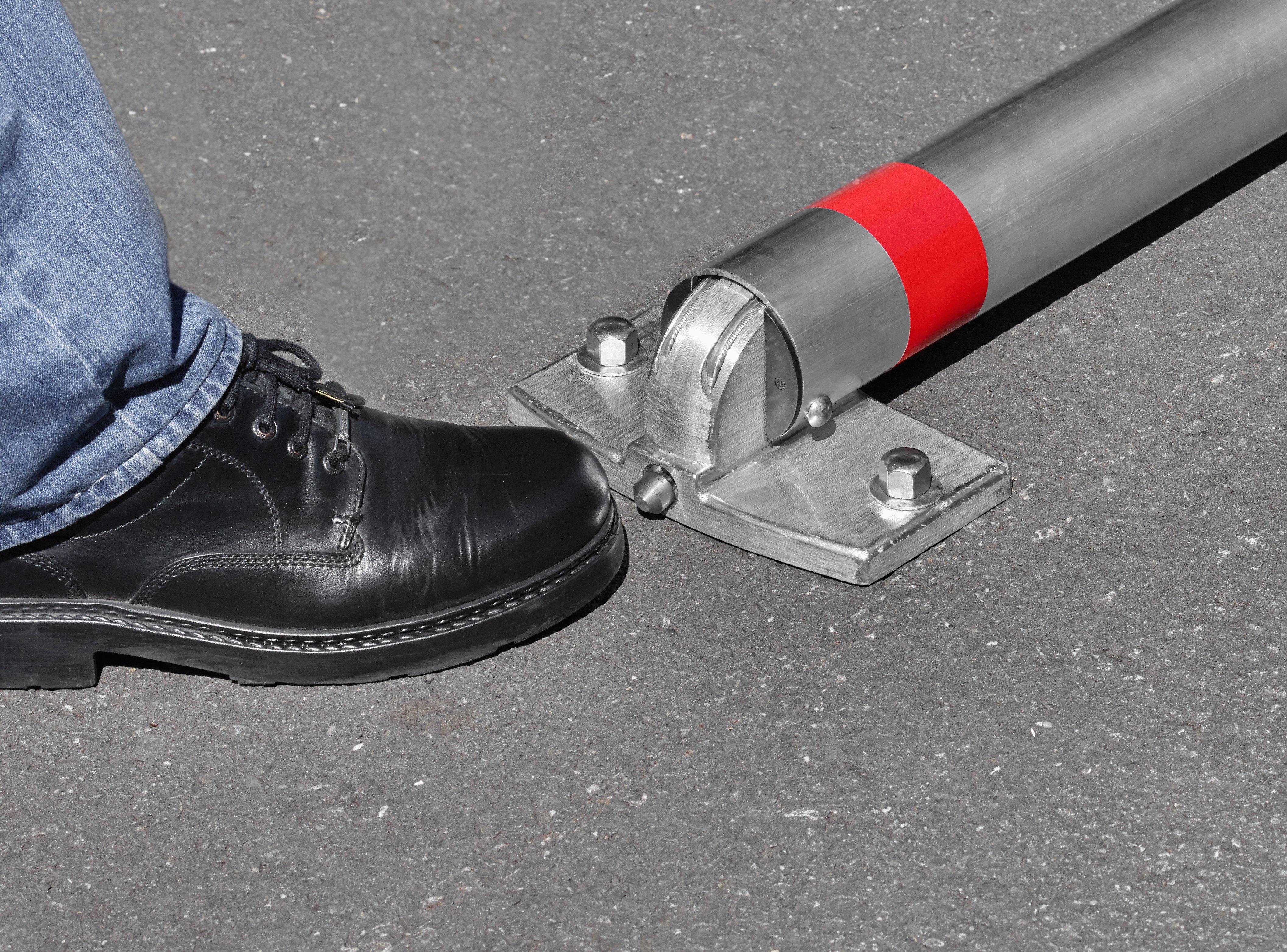 Absperrpfosten Ø 76 mm aus Aluminium mit Liftautomatik