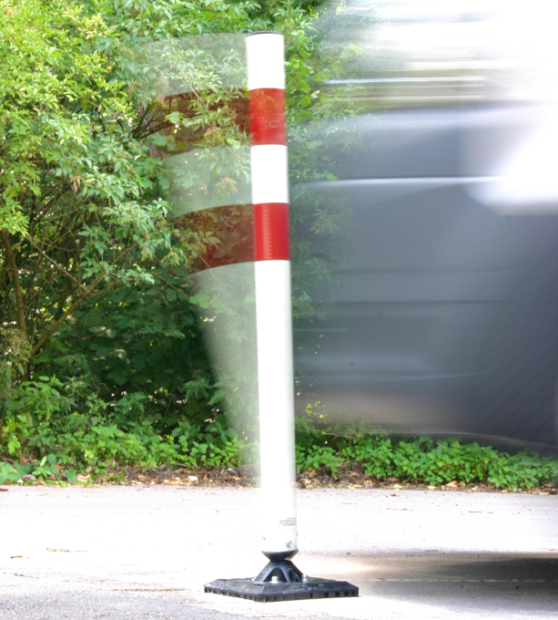 Kickback Poller Ø 60 x 900 mm   Flexibler Kunststoffpfosten mit schwarzer Abdeckkappe